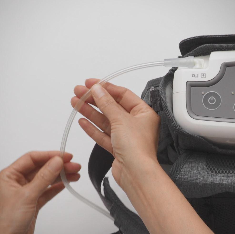 Mobi - Inspecting nasal cannula